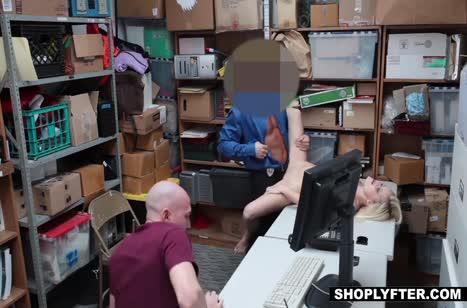 Блондинку Madison Hart наказывают сексом
