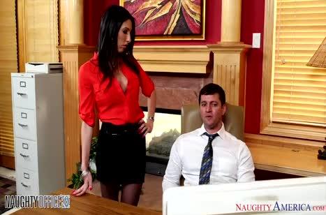 Азартная Dava Fox трахается в офисе на большом члене
