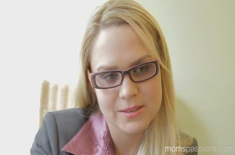Зрелая Barra Brass испытывает оргазм от смачного секса