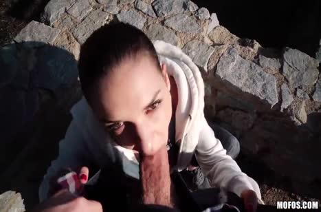 Брюнетка решилась за деньги на любительское порно