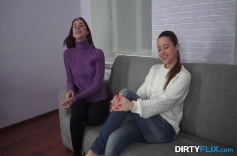 Лесбиянки решили вдвоем пойти на порно кастинг