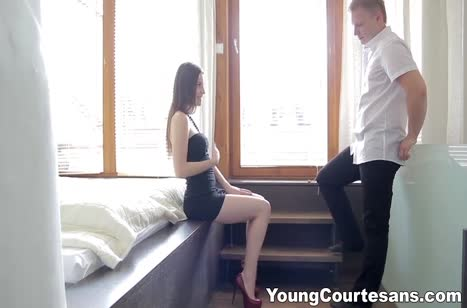 Lilly Klass постанывает от романтического секса