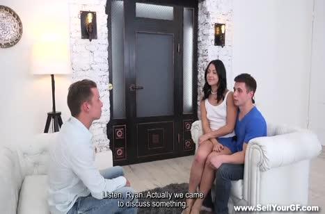 Парень продал свою подругу чтобы заработать денег