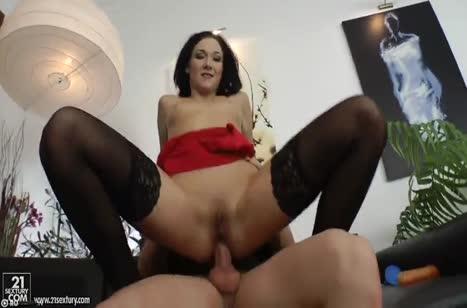 Русское анальное порно с красивой брюнеточкой в чулках