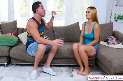 Sloan Harper с большими сиськами трахается и ест сперму