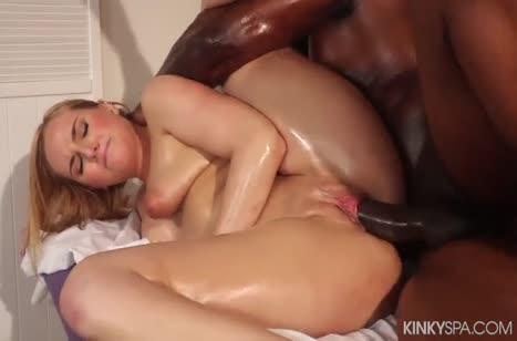 Kate England с большой жопой изнывает от пениса негра