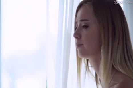Возбужденная секс игрушкой Haley Reed хочет жесткого траха