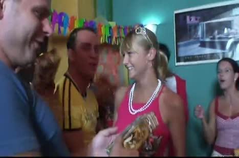 Вечеринка на Днюху перешла в групповую оргию