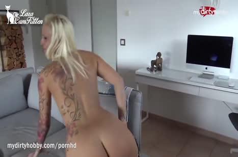 Домашнее порно с блондинкой в обтягивающем костюме