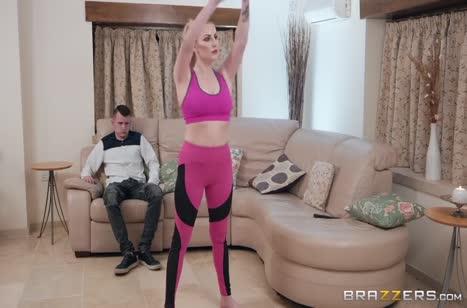 Спортивная блондиночка охотно отдалась доброжелательному чуваку