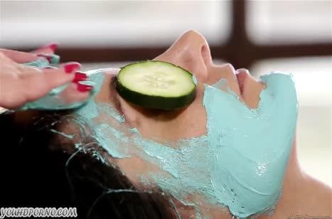 Лесбо порно Ava Addams и Cherie Deville на массаже