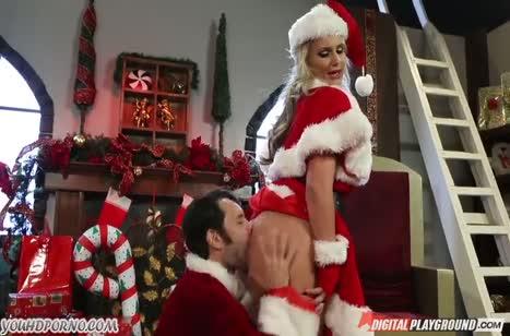 Новогоднее порно с горячей мамкой Phoenix Marie