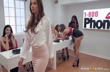 Анальное порно с красивой Clea Gaultier в офисе на столе